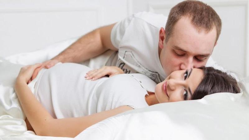 """Nếu bạn thực sự không muốn """"yêu"""", hãy tâm sự thật lòng với chồng nhé"""