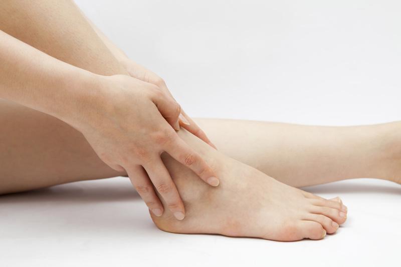Phù chân khi mang thai tháng thứ 5 là dấu hiệu bình thường nếu không có bất cứ triệu chứng nào khác