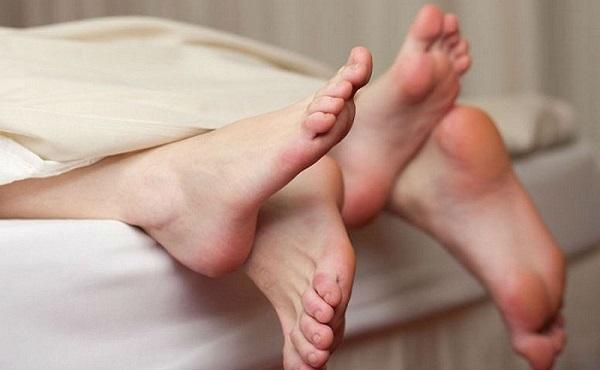 Quan hệ sớm sau sinh mổ có thể dễ lây nhiễm bệnh qua đường sinh sản