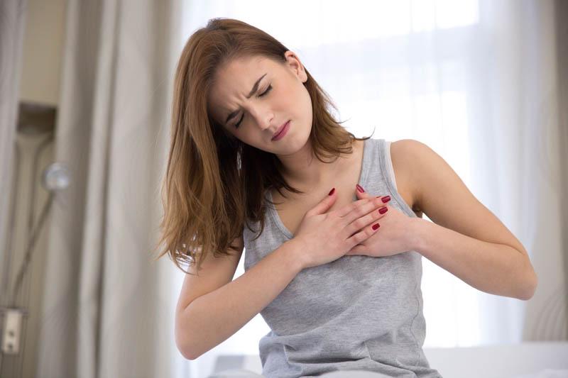 Thuốc Halofantrine có thể gây ra tình trạng đau tức ngực và khó thở