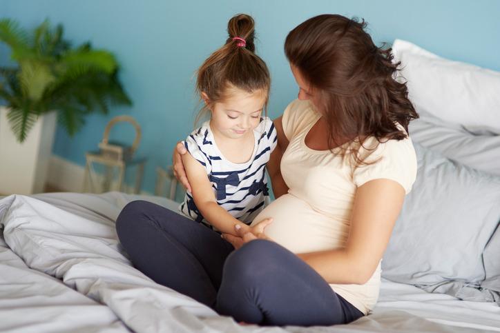 Vừa chăm con đầu lòng vừa sinh con thứ có thể khiến mẹ mệt mỏi