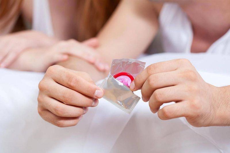 """""""Yêu"""" an toàn để hạn chế các bệnh lý lây nhiễm qua đường tình dục"""