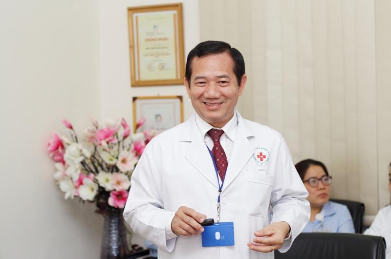 Bác sĩ Phan Văn Báu - Giám đốc bệnh viện