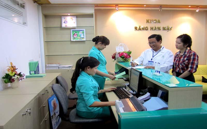Bệnh viện làm việc từ thứ Hai đến thứ Bảy và sáng Chủ nhật