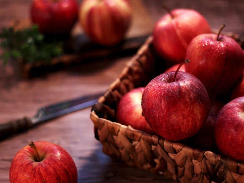Không nên ăn quá nhiều táo một ngày
