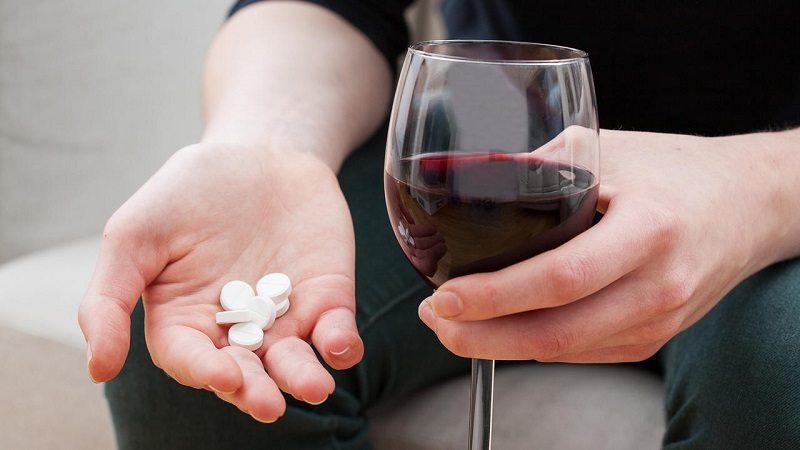Không nên uống rượu khi bổ sung viên uống vitamin PP