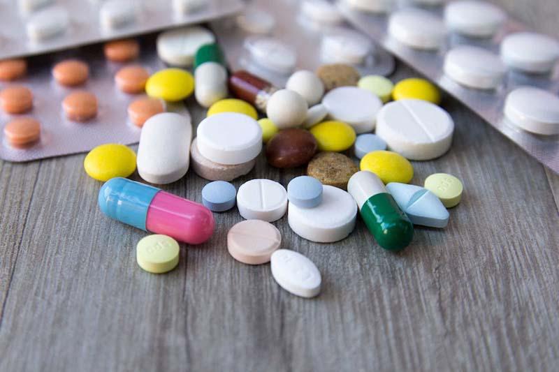 Nabilone tương tác với những loại thuốc nào?