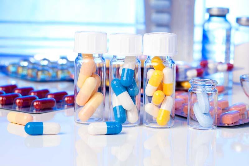 Nên cho bác sĩ biết về các loại thuốc mà người bệnh đang hoặc sắp dùng