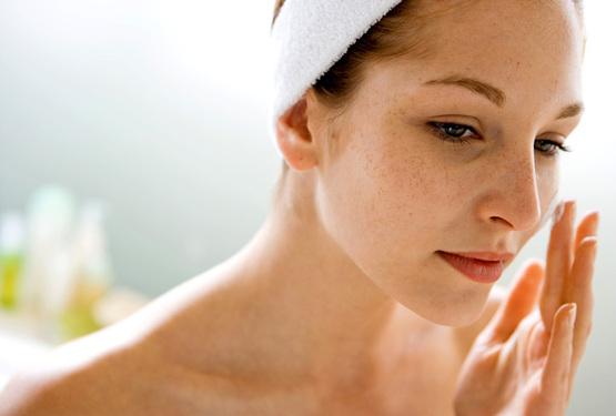 Nên dùng kem chống nắng khi chăm sóc da sau sinh