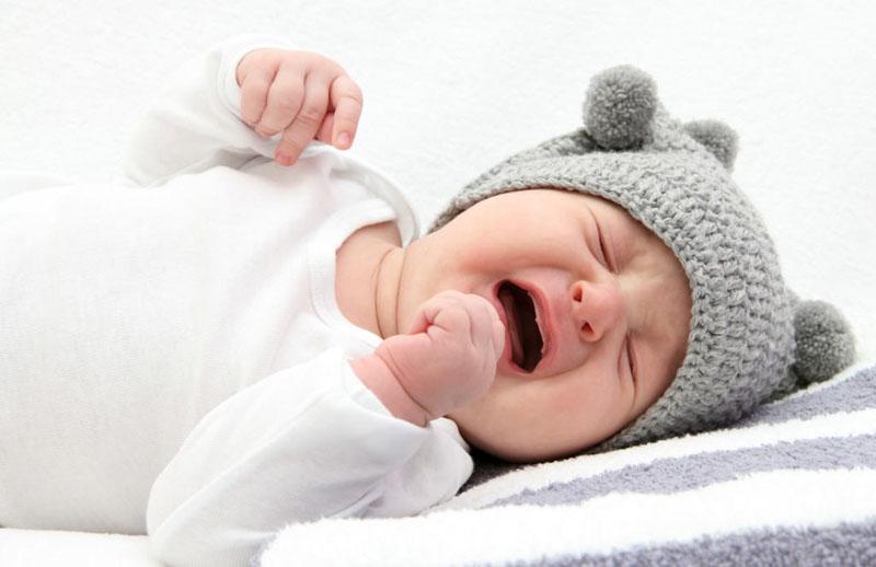 Palivizumad có thể gây tác dụng phụ là làm trẻ thường xuyên quấy khóc