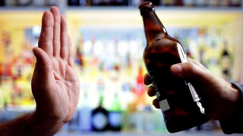Tuyệt đối không nên uống rượu bia trong thời gian dùng thuốc Salbutamol