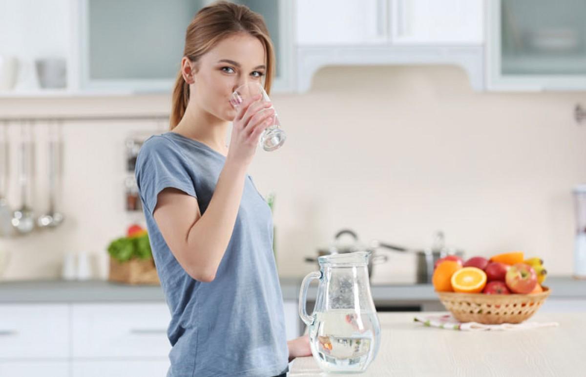 Uống nước giúp giảm cân sau sinh