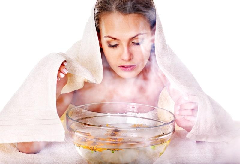 Xông muối cho da mặt giúp loại bỏ nhờn, tế bào chết trên da