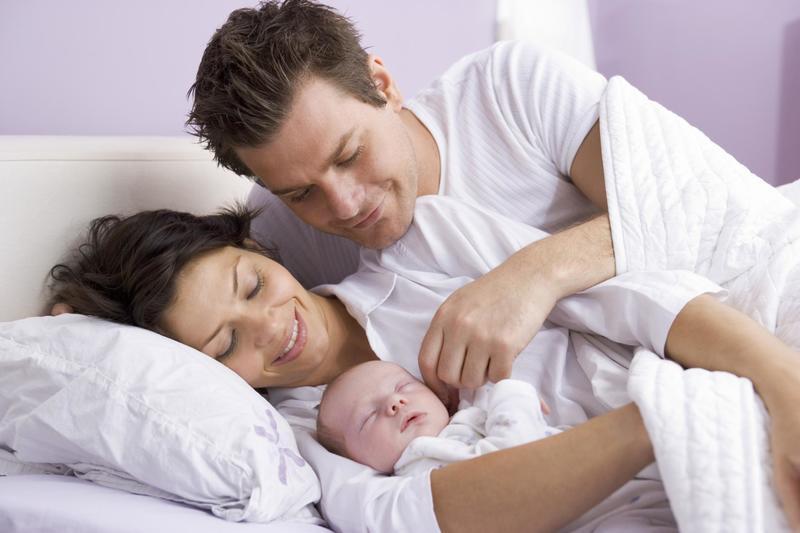 Cần chăm sóc sức khỏe tinh thần cho mẹ sau sinh