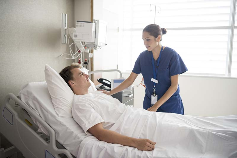 Nam giới cần có chế độ chăm sóc đặc biệt sau phẫu thuật để phục hồi sức khỏe nhanh chóng