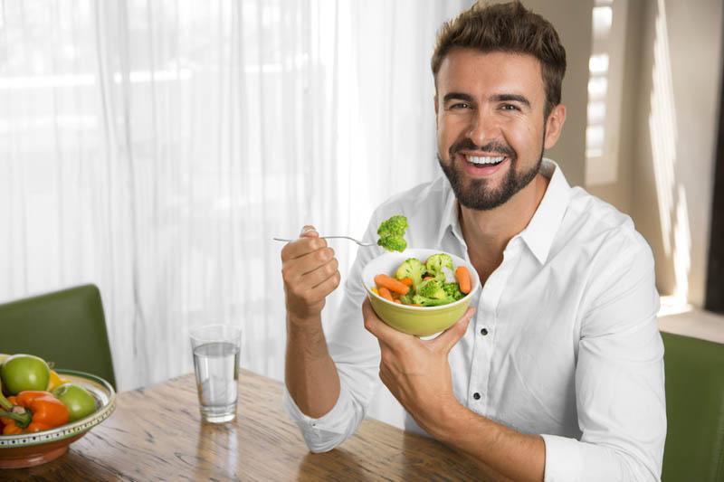 Nam giới nên kết hợp điều độ giữa luyện tập thể dục và chế độ dinh dưỡng khoa học