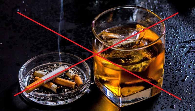 Nam giới nên tránh sử dụng rượu, bia, thuốc lá,... khi đang điều trị bệnh