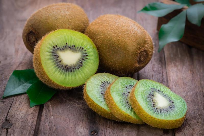 Phụ nữ sau sinh không nên ăn kiwi