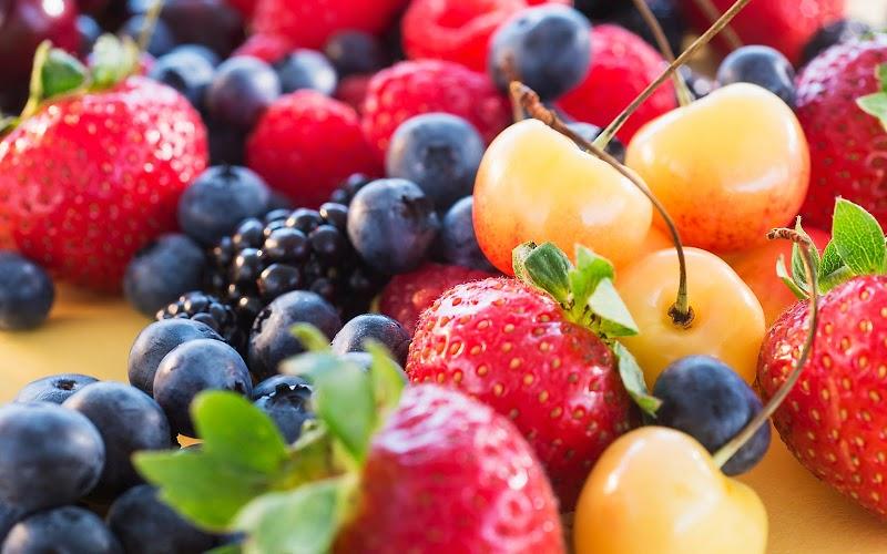 Sau sinh nên ăn gì và kiêng gì: Nên ăn trái cây