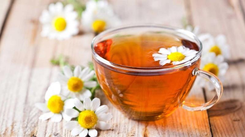 Uống trà thảo mộc sau sinh