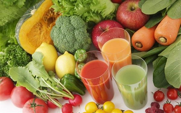 Nên ăn nhiều hoa quả, rau xanh để giảm triệu chứng bệnh