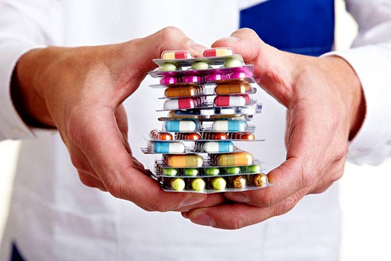 Cần tuân thủ phác đồ điều trị của bác sĩ khi chữa mẩn ngứa mùa hè bằng thuốc Tây y