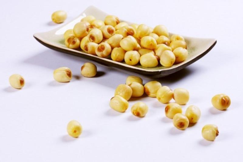 Không nên ăn quá nhiều hạt sen sau sinh