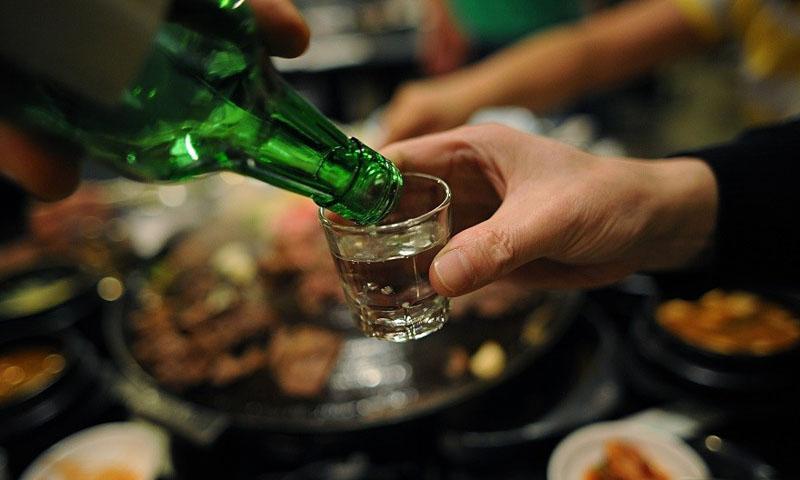Không sử dụng rượu bia và chất kích thích có hại khi điều trị vật lý trị liệu