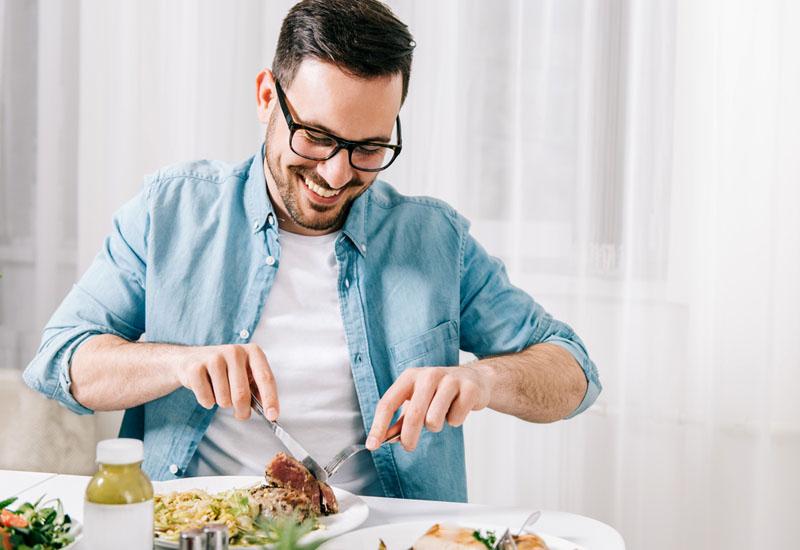 Nên có chế độ ăn uống đầy đủ dinh dưỡng để góp phần nâng cao sức khỏe tổng thể