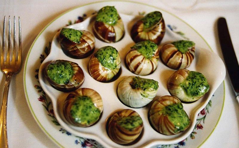 Nên hạn chế các món ăn có tính hàn như cua, ốc,... vì nó không tốt cho sinh lý nam