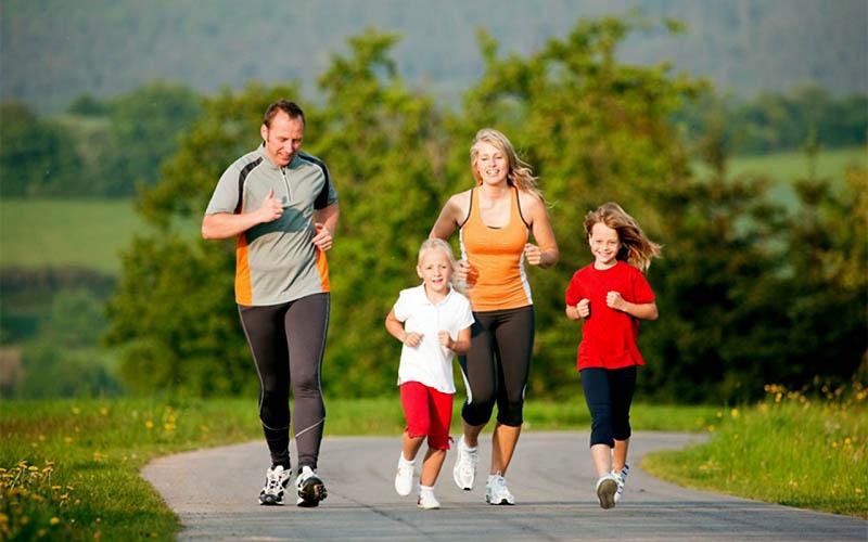 Nên luyện tập thể dục điều độ để tăng cường sức khỏe, linh hoạt xương khớp