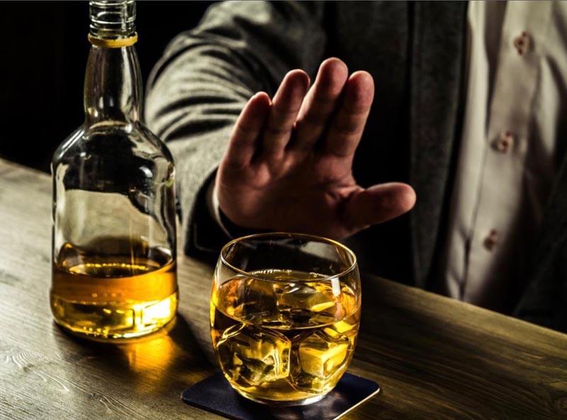 Nên tránh xa bia rượu và các chất kích thích có hại cho cơ thể