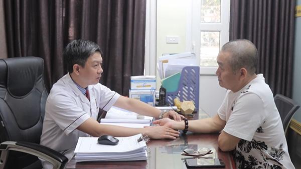 Nghệ sĩ Xuân Hinh chữa thoái hóa đốt sống cổ tại nhà thuốc Đỗ Minh Đường