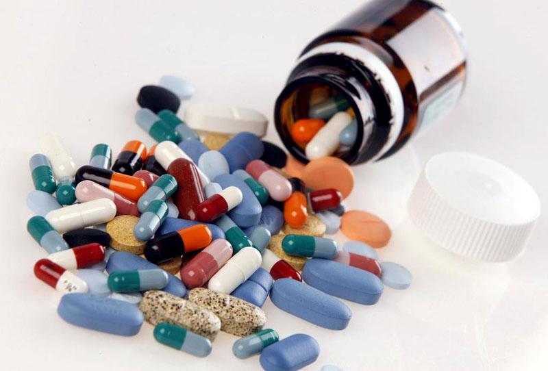 Việc lạm dụng thuốc kháng sinh cũng dễ khiến bạn bị viêm bàng quang