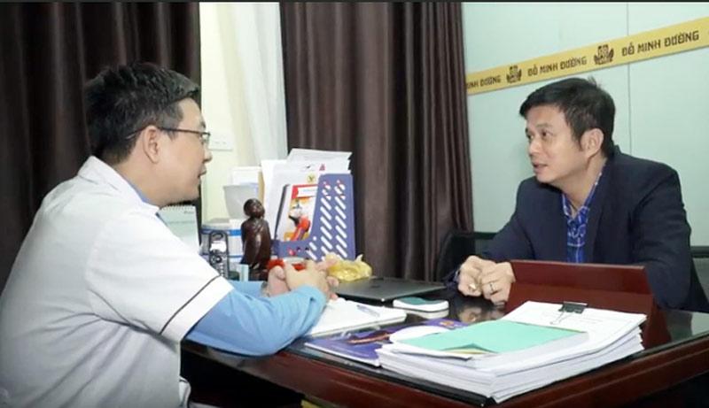 Lương y Tuấn khám chữa bệnh cho diễn viên Lê Bá Anh