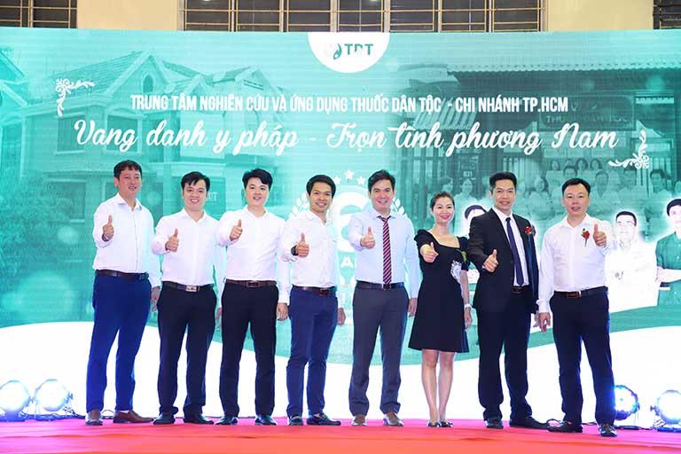 Những khách mời đại diện tham dự chương trình kỷ niệm 6 năm thành lập Thuốc dân tộc chi nhánh phương Nam