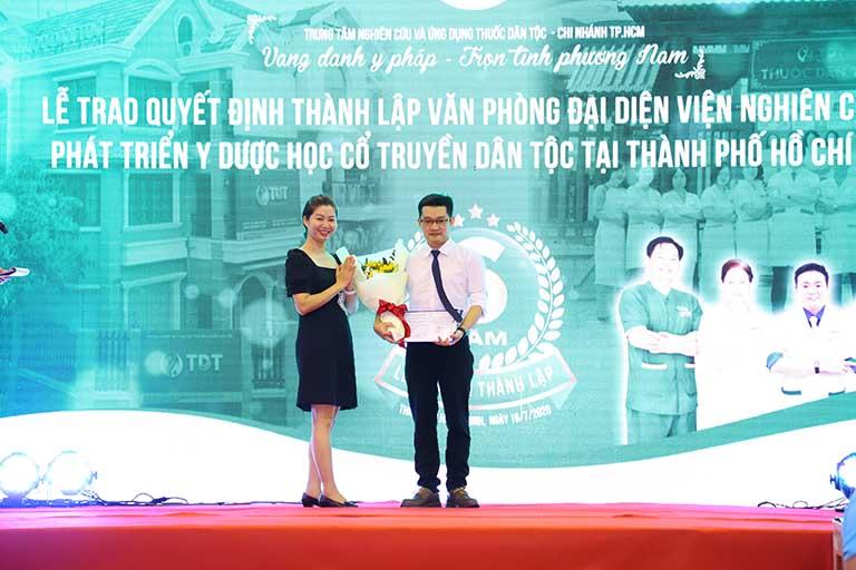 Trao quyết định thành lập văn phòng đại diện - Hứa hẹn tương lai phát triển vươn xa, hết lòng vì cộng đồng của Trung tâm Thuốc dân tộc chi nhánh phương Nam