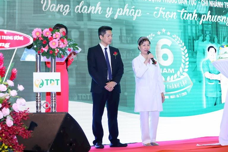 Ông Nguyễn Quang Hưng và Bác sĩ Phương Mai chia sẻ lại câu chuyện thành lập và gây dựng Trung tâm ngay từ những ngày đầu