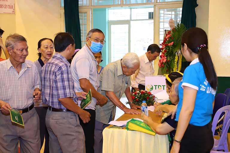 Người bệnh đăng ký khám bệnh trực tiếp tại buổi sự kiện