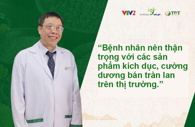 Bác sĩ Lê Hữu Tuấn đưa ra lời khuyên với bệnh nhân