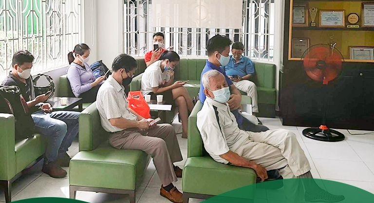 Hình ảnh Bệnh nhân chờ khám tại phòng chờ Thuốc dân tộc 145 Hoa Lan