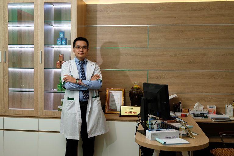 Bác sĩ Bùi Thanh Tùng tinh thông y thuật Tây y và Đông y