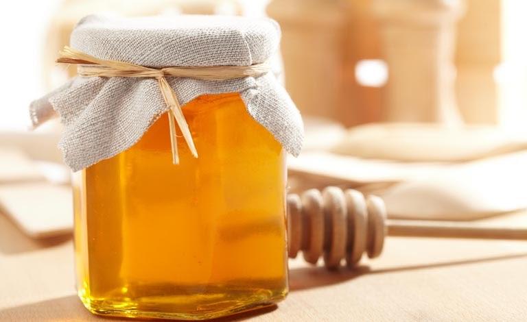 Mật ong có khả năng tẩy tế bào chết, làm mờ các đốm tàn nhang